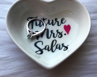 Gifts for the bride / ring holder / bridal gift / engagement gift / custom ring dish / ring holder / bride to be / personalized ring dish