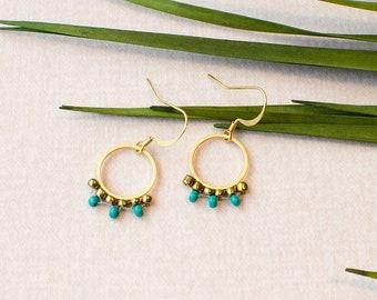 Ohrhänger vergoldeter Kreis Ring im Hippie Boho Look mit feinen Perlen bestückt. Gold veredeltes Messing.