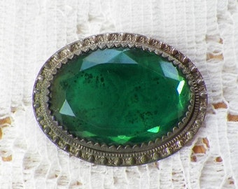 Vintage / Antique Emerald Green Glass Oval Brooch / Pin