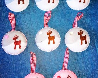 8 x felt reindeer baubles