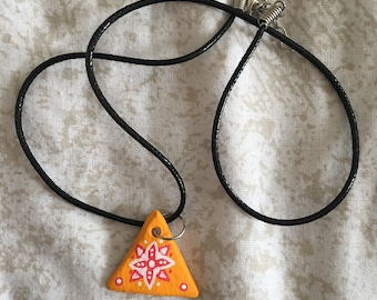Yellow triangle patterned necklace