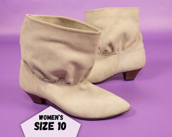 80s Suede Booties Ivory Beige Pleats and pointed Toe Ankle Boots Retro Off-White Boots Vintage Pointed Boots Womens ~ Size 10