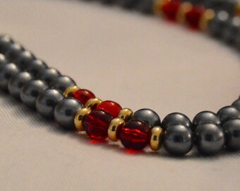 Stunning vintage grey faux pearl and garnet necklace