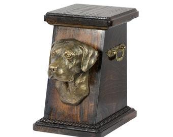 Urn for dog's ashes with a Labrador Retriever, ART-DOG