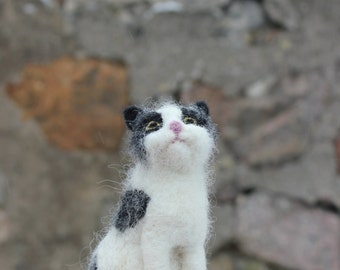 Needle felted Cat. Handmade. Miniature soft sculpture, felted pets, animal,black-white