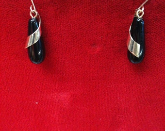 14 K Yellow Gold Onyx Earrings. 1.9 Gm.