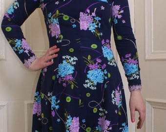Vintage 1960s blue floral mini-dress with high neck and long sleeves. (8-10)