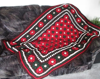 NEW! gift idea NEWLY made crochet afghan/throw pointsetta blanket