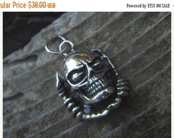 ON SALE Skull pendant in sterling silver