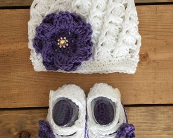 Newborn Baby Hat and Booties, Purple Baby Shoes,Crochet Baby Shoes, 0-3 Months, Baby Girl Outfit, Newborn Hat, Photo Prop, Baby Outfit