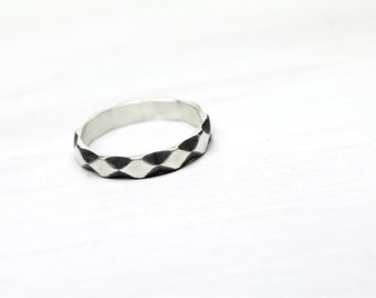Minimalistic Unisex Silver Ring Oxidized Diamond Pattern Simple Monochrome Black and White Geometric Band Rhombus For Her Him - Harlequin