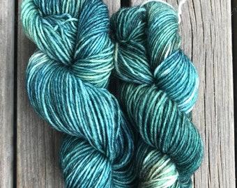 Neptune, Hand dyed yarn, 80% wool, 20 nylon, sockyarn, light sport weight, sock yarn
