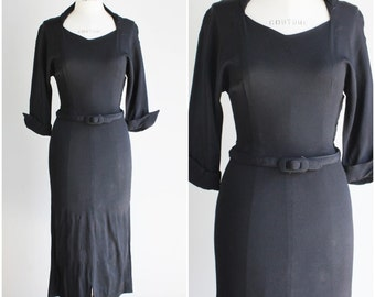 Vintage 1940s Black Rayon Dress / 40s Crepe Dress / LBD Little Black Dress / Wiggle Dress / Vamp / Gothic Clothing Goth