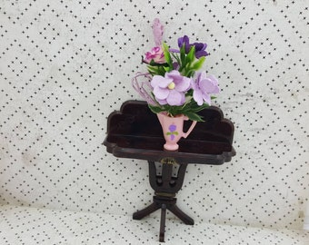 Plasco Side Table and Flower Bouquet  Toy Dollhouse Traditional Style 1944