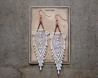 art deco lace statement earrings // HIPPOLYTA // gatsby // ivory // fringe // boho wedding // chevron // downton abbey style
