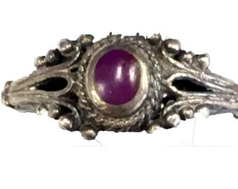 Vintage Sterling Silver Purple Stone Enamel Ring CC3
