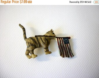 ON SALE Vintage Over Sized Patriotic Cat Resin Plastic Pin 51216