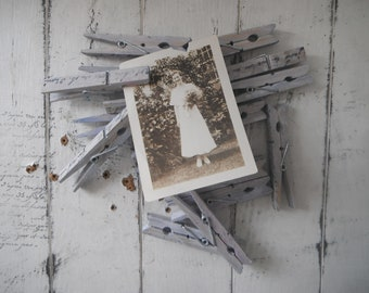 chippy lilac pegs 18 pack wedding favour cottage decor shabby and chic painted pegs clothing pins weathered pegs rustic pegs hand stamped