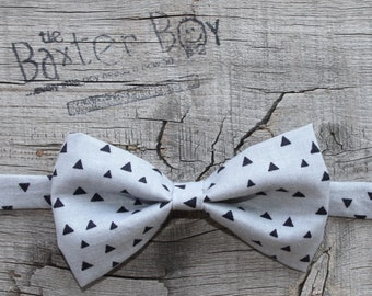 READY TO SHIP ---- Size Medium Grey with Black triangles little boy bow tie - photo prop, wedding, ring bearer, accessory