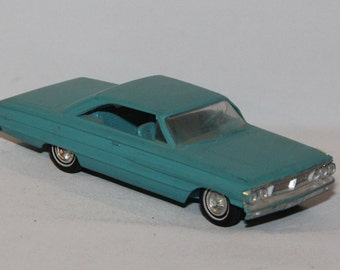 1964 Ford Promo Plastic Model Car 1/24