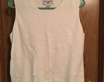 Vintage Kathy Ireland White Sleeveless Floral Textured Sweater in Size Medium in Excellent Condition