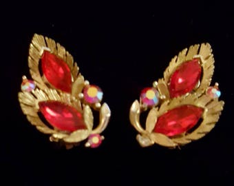 Vintage LISNER red leaf clip on earrings with iridescent aurora borealis rhinestones - Antique and collectible jewelry - Valentine, wedding