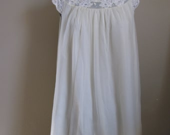 Vintage 1960's Pale Yellow Short Shortie Nightgown - Size Medium