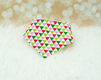 60% OFF SALE! Baby Bandana Bib (Pink/Green Triangles)      drool bib, dribble bib, bandana bib sale, bibdanna, baby bibdana, baby shower