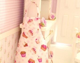 dollhouse miniature apron 1/12 scale