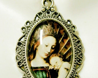 Madonna and child pendant with chain - AP04--127