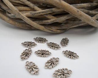 20 small flowers in silver metal connectors