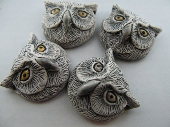 10 Large Owl Head Beads - white - LG387