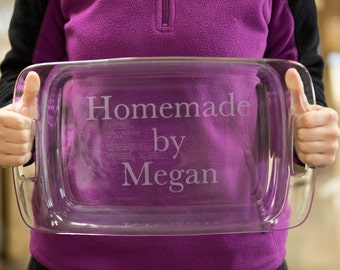 Christmas gift for cook or baker. Personalized etched casserole dish, Birthday or Christmas gift, baking dish. Pyrex baking dish mom gift
