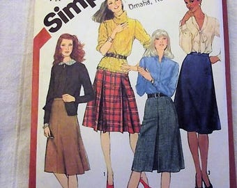 Vintage Skirt Sewing Pattern, in 4 Classic Versions, Flared and Pleated, Retro skirts, Size 12, Waist 27 inches, Simplicity 5204