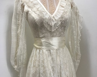 Vintage 70s white ivory Gunne Sax size 3 lace and satin victorian dress extra small Junior Children's Size