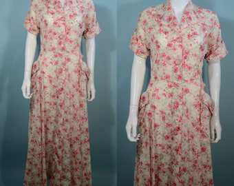 """Vintage 40s Floral Dressing Gown Lingerie Robe, Short Dolman Sleeves, Buttons up the Front, Maxi Length 29"""" Waist"""