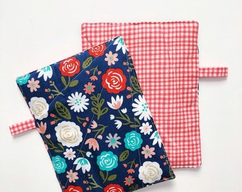 Pot Holders: Set of Two Floral/Check Pattern Hot Pads