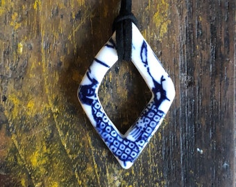 Porcelain diamond pendant - blue pattern