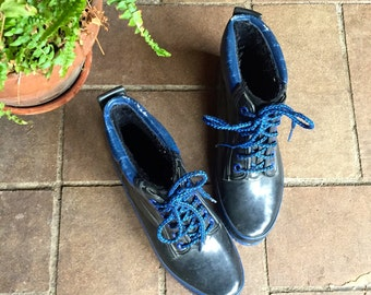 Vintage 80s rubber rain boots//womens 7//black and blue waterproof
