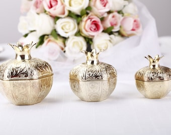 Gold wedding favor boxes, gold wedding decorations,cheap wedding favors, gold favour boxes, wedding shower gifts, wedding table centerpieces
