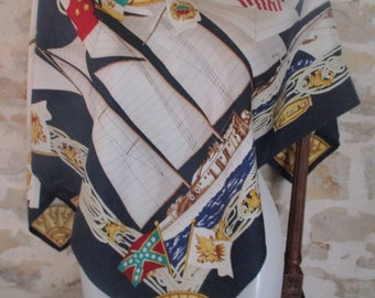Beautiful signed R DI RATTI Rope scarf, silk twill Navy, with its Theme label, in very good condition 86 X 89 cm