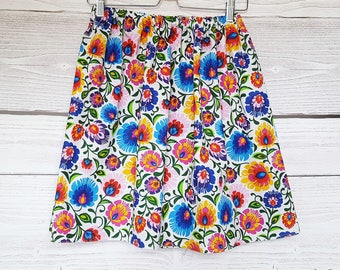 Women cotton skirt to the flowers.