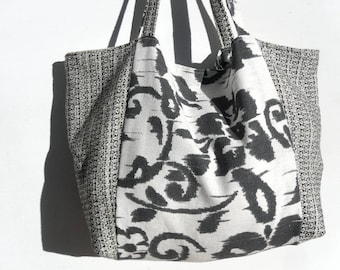Fall/winter in linen and stylized flowers printed wool handbag.