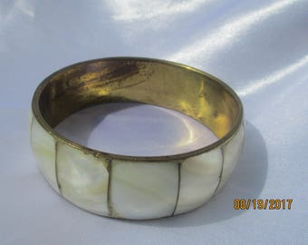 Mother of Pearl Domed Brass Bangle Vintage Estate Jewlery MOP Bangle Vintage Brass Bangle Wide MOP Bangle Bracelet Vintage Bangle