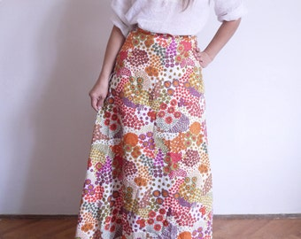 70s Skirt 1970's Vintage Hippie Skirt High waist White flowers print Boho Skirt Full length Maxi skirt small medium / A1