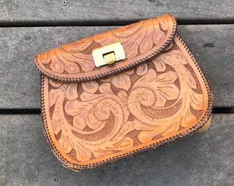 Tan 70s ornate tooled leather clutch purse