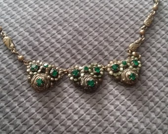 Late Art Deco Green Necklace - Excellent Condition