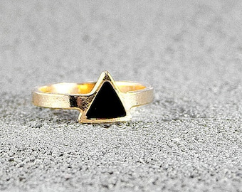 Gold Ring with Enamel Triangle Center,Urban Style,Street Chic,triangle ring,urban chic, stylish ring,trendy ring,black enamel,black and gold