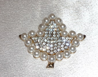 Magnetic Brooch StarKlip SK458   White Pearls and Crystal Ivy
