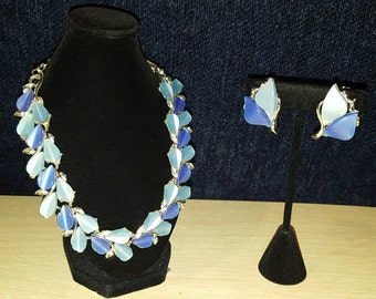Beautiful, 50's, silver tone, necklace and clip earring set with two tone blue thermoset lucite!